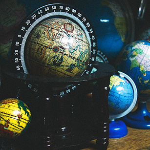 globes-map-wood-table-photograph